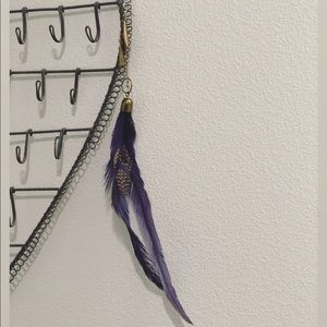 Single feather accent earring gold/purple